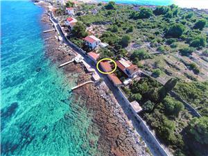 Dom Mislav II Wyspy Dalmacji środkowej, Powierzchnia 26,00 m2, Odległość do morze mierzona drogą powietrzną wynosi 10 m, Odległość od centrum miasta, przez powietrze jest mierzona 300 m