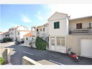 Apartman Ivan , Kvadratura 70,00 m2, Zračna udaljenost od centra mjesta 250 m