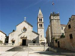 Župnijska cerkev Marijinega vnebovzetja  Cerkev