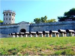 Kaštel (Venetian fortress) Pjescana Uvala Sights