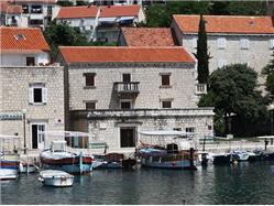 Barokna palača Gornji Humac - otok Brač Znamenitosti