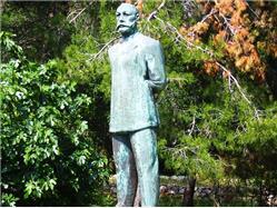 The monument to Ambroz Haračić Mali Losinj - ön Losinj Sights