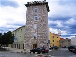 Zamek Frankopan z czworokątną wieżą  Zabytki