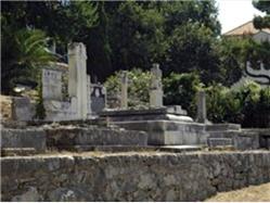 Régi temető Omis Ostrvica (Omis) Nevezetességek