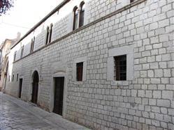 Kanonok-ház Novigrad Nevezetességek