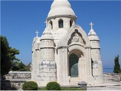 Neo-byzantskej mauzóleum rodiny Petrinovic Supetar - ostrov Brac