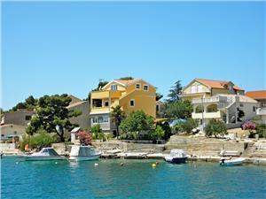 Appartement Nenad Kroatië, Kwadratuur 50,00 m2, Lucht afstand tot de zee 50 m, Lucht afstand naar het centrum 300 m