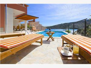 вилла Kamelicina Vinisce, квадратура 202,00 m2, размещение с бассейном, Воздуха удалённость от моря 20 m