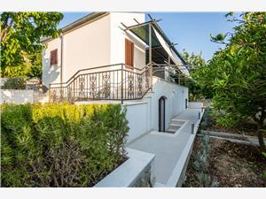 Kuća za odmor Ivan , Kvadratura 70,00 m2, Zračna udaljenost od mora 210 m