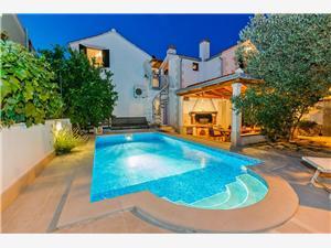Apartmány Natalia Supetar - ostrov Brac, Prostor 61,00 m2, Soukromé ubytování s bazénem, Vzdušní vzdálenost od centra místa 500 m