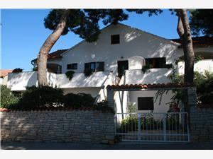 Apartmány Frano Mirca - ostrov Brac, Rozloha 75,00 m2, Vzdušná vzdialenosť od mora 70 m, Vzdušná vzdialenosť od centra miesta 500 m