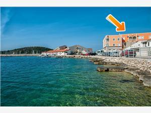 Ferienwohnung Pearl Rogoznica, Größe 50,00 m2, Luftlinie bis zum Meer 30 m, Entfernung vom Ortszentrum (Luftlinie) 20 m