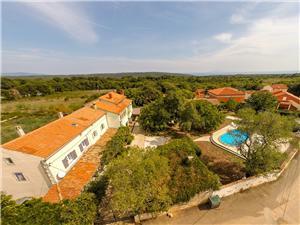 Dům Helena Modrá Istrie, Prostor 92,00 m2, Soukromé ubytování s bazénem, Vzdušní vzdálenost od centra místa 300 m