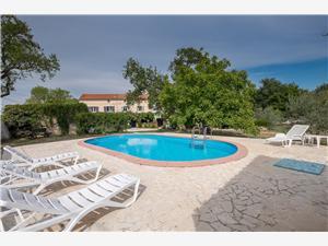 Дом Nina Хорватия, квадратура 92,00 m2, размещение с бассейном, Воздух расстояние до центра города 300 m