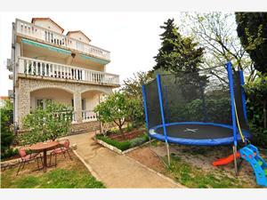 Appartementen Toni Srima (Vodice), Kwadratuur 30,00 m2, Lucht afstand tot de zee 200 m, Lucht afstand naar het centrum 200 m