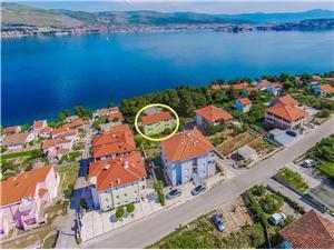 Appartements Pava Okrug Donji (Ciovo), Superficie 48,00 m2, Distance (vol d'oiseau) jusque la mer 70 m, Distance (vol d'oiseau) jusqu'au centre ville 400 m