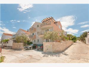 Appartements Ante Supetar - île de Brac, Superficie 30,00 m2, Distance (vol d'oiseau) jusqu'au centre ville 400 m