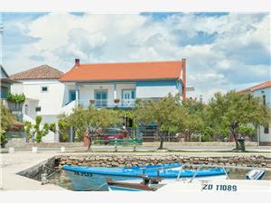 Apartman Danica Sukosan (Zadar), Méret 120,00 m2, Légvonalbeli távolság 10 m, Központtól való távolság 50 m