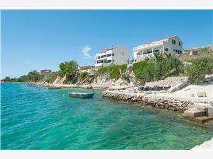 Appartementen Tomo Vlasici - eiland Pag, Kwadratuur 45,00 m2, Lucht afstand tot de zee 20 m