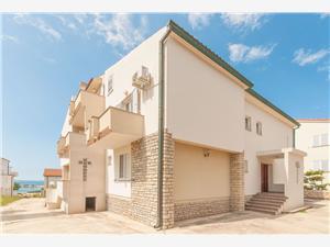 Апартаменты Ingrid Novalja - ostrov Pag, квадратура 85,00 m2, Воздуха удалённость от моря 70 m