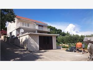 Apartament Veljko Lumbarda - wyspa Korcula, Powierzchnia 50,00 m2, Odległość do morze mierzona drogą powietrzną wynosi 200 m, Odległość od centrum miasta, przez powietrze jest mierzona 300 m