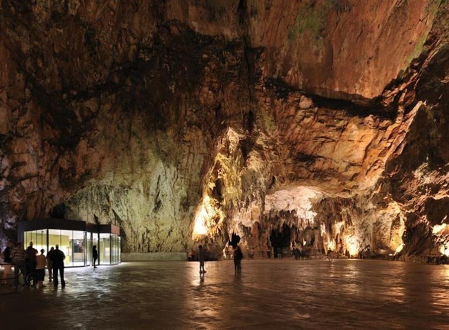 Silo Cave Tour