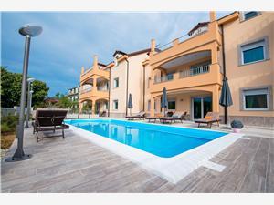 Apartmány Branko Vodice, Prostor 85,00 m2, Soukromé ubytování s bazénem, Vzdušní vzdálenost od moře 200 m