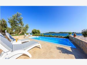 Vila Renata Okrug Gornji (Čiovo), Kuća na osami, Kvadratura 120,00 m2, Smještaj s bazenom