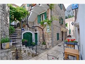 Appartementen Lola Omis, Kwadratuur 30,00 m2, Lucht afstand tot de zee 180 m, Lucht afstand naar het centrum 10 m