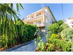 Apartamenty Daria Selce (Crikvenica), Powierzchnia 100,00 m2, Odległość do morze mierzona drogą powietrzną wynosi 150 m, Odległość od centrum miasta, przez powietrze jest mierzona 300 m