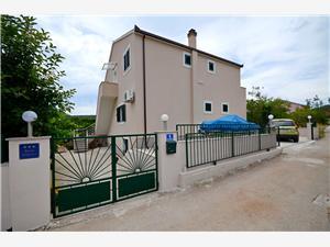 Apartament Canaria Vinisce, Powierzchnia 80,00 m2, Odległość do morze mierzona drogą powietrzną wynosi 60 m, Odległość od centrum miasta, przez powietrze jest mierzona 50 m