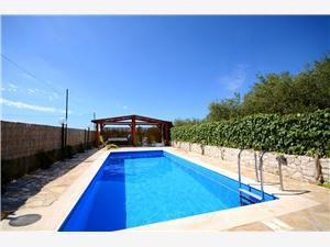 Appartementen Mirko Seget Vranjica, Kwadratuur 110,00 m2, Accommodatie met zwembad, Lucht afstand naar het centrum 600 m