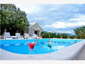 Maison Tonka Pucisca - île de Brac, Superficie 70,00 m2, Hébergement avec piscine
