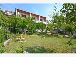 Appartementen Slavenka Banjol - eiland Rab, Kwadratuur 45,00 m2, Lucht afstand tot de zee 250 m, Lucht afstand naar het centrum 300 m