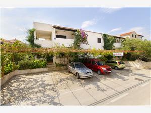 Appartementen Derado Supetar - eiland Brac,Reserveren Appartementen Derado Vanaf 80 €