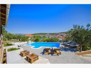 Hébergement avec piscine Split et la riviera de Trogir,Réservez Piveta De 176 €