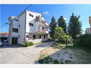 Apartament Jerka Vodice, Powierzchnia 50,00 m2, Odległość do morze mierzona drogą powietrzną wynosi 200 m, Odległość od centrum miasta, przez powietrze jest mierzona 300 m