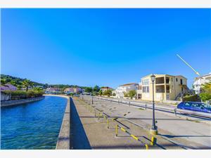 Boende vid strandkanten Šibeniks Riviera,Boka Periša Från 735 SEK