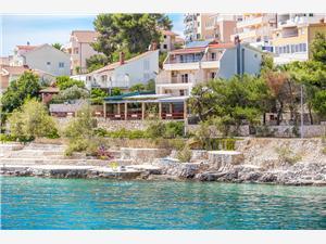Apartmány Ana Split a Trogir riviéra, Rozloha 55,00 m2, Ubytovanie sbazénom, Vzdušná vzdialenosť od mora 20 m
