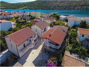 Dům Lucija Chorvatsko, Prostor 120,00 m2, Vzdušní vzdálenost od moře 40 m
