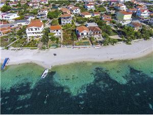 Boende vid strandkanten Makarskas Riviera,Boka Adela Från 974 SEK