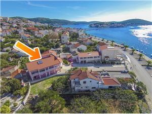 Апартаменты Ante Rogoznica, квадратура 25,00 m2, Воздуха удалённость от моря 50 m, Воздух расстояние до центра города 300 m