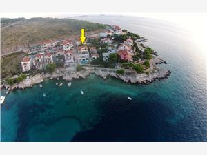 Apartamenty Ivanka Bilo (Primosten), Powierzchnia 45,00 m2, Odległość do morze mierzona drogą powietrzną wynosi 20 m, Odległość od centrum miasta, przez powietrze jest mierzona 300 m