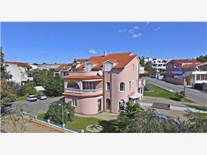 Apartmani Anita Vodice, Kvadratura 50,00 m2, Zračna udaljenost od mora 70 m, Zračna udaljenost od centra mjesta 350 m