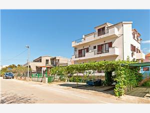 Appartement en Kamers Mirjana Vodice, Kwadratuur 25,00 m2, Lucht afstand naar het centrum 450 m