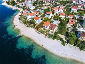 Appartementen Ivan Rogoznica, Kwadratuur 80,00 m2, Lucht afstand tot de zee 20 m