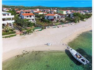 Ferienwohnung Ante Rogoznica, Größe 50,00 m2, Luftlinie bis zum Meer 10 m