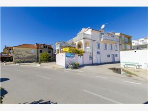 Apartmani Ivanka Jezera - otok Murter, Kvadratura 35,00 m2, Zračna udaljenost od centra mjesta 30 m