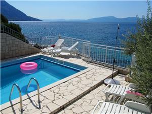 Pokoj Sokol Brist, Prostor 16,00 m2, Soukromé ubytování s bazénem, Vzdušní vzdálenost od moře 30 m