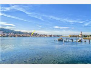 Апартаменты и Kомнаты Iva , квадратура 16,00 m2, Воздуха удалённость от моря 100 m, Воздух расстояние до центра города 200 m